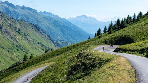 SPEKTAKULÆR NATUR: På vei mot toppen av  Col du Glandon er det fristende å gå av sykkelen og kikke på landskapet.