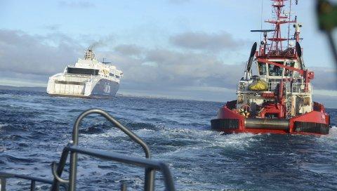 Øvde på slep: Situasjonen var at Superspeed 2 trengte slep i Oslofjorden. Her er slepebåten BB Connector på vei for å bistå. Foto: Bjørn-Tore Sandbrekkene