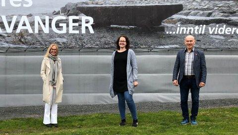 ENIGE: Høyres Birgitte Gulla Løken, Aps Elin Nyland og Sps Olav Nordheim har blitt enige om hvem som skal få penger fra fjorårets overskudd i Larvik kommune.