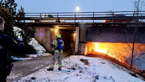 BRANN: Det var onsdag 30. desember at det brøt ut brann under Glåmbrua i Elverum.