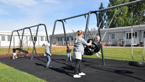 VENTER PÅ NYBYGG: Skøienhagan barnehage i Løten flyttet i sommer til midlertidige lokaler på Haugland.