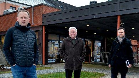 KJEMPER VIDERE: Fra venstre Åmot-ordfører Ole Erik Hørstad (H), her sammen med tidligere Elverum-ordfører Erik Hanstad (H) og kommunestyrerepresentant Yngve Sætre (H), sier at kampen uansett fortsetter for så mange akuttfunksjoner som mulig på sykehuset i Elverum.