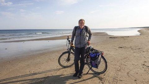SANDSTRENDER: Det er gøy å sykle på milevis med sandstrender langs vestkysten av Danmark, mener Øyenes frilanser Arne Johan Furseth.