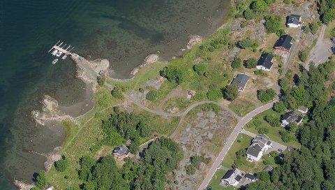 Det er de fem boligene nærmest sjøen her som skal legges ut for salg neste år.