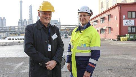 STYRKER KONKURRANSEKRAFTEN: Frode Brakstad i SINTEF og Erik Ulve (t.h.) i Bilfinger. Brakstad sier de ønsket å skape en dialog rundt interessen for digitalisering i prosessindustrien i forkant av prosjektet. – Digitalisering i prosessindustrien er viktig. Det vil gjøre norsk prosessindustri enda mer konkurransedyktig, sier han.