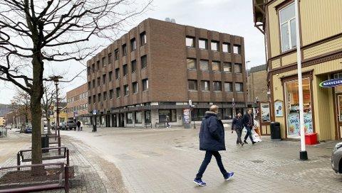 SKAL LEIE HER: På gateplan i det tidligere bankbygget skal bymisjonen leie over halvparten av arealet på til sammen 650 kvm. Gårdeier Brødrene Hansen jobber for å skaffe leietakere i resten av lokalene som er tomme i 2. og 3. etasje etter at DNB flyttet ut. I den gamle banken blir det kafé og butikk.
