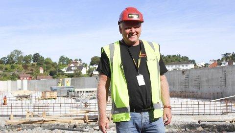 SLUTTFØRER: Prosjektleder Pål Lillefjære går inn i den absolutte sluttfasen med å avslutte boligprosjektet på Øya i elva. Nå gjenstår bare nedrigging og rydding, men Lillefjære kan se tilbake på to fine år som prosjektleder.