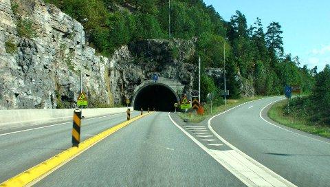 Hovettunnelen og Brattåstunnelen blir nattestengt fra 12 april.