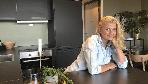 Øvd seg: Henriette Nyberg (22) gleder seg til å komme skikkelig i gang i drømmejobben som kjøkkenkonsulent. Her er hun avbildet på sitt eget kjøkken på Flåtten. Det har hun selv vært ansvarlig for hvordan skulle se ut.