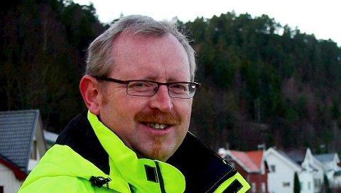 SØKER: Nils Aage Tangvald, ingeniør i kommunens avdeling for teknikk og samfunnsutvikling, mener noe må gjøres med parkeringen ved Falkåsen barnehage.