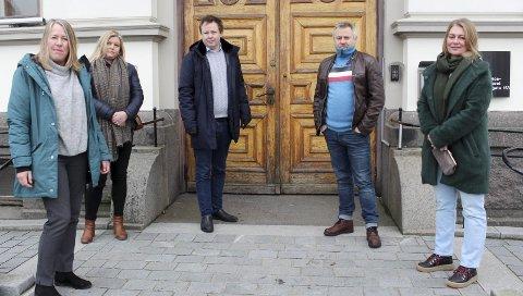 PRESSEKONFERANSE: De ville fortelle hva de mener om rusreform. Økt rusmisbruk blant 15-19-åringer er en del av ny sak fra oppvekstavdelingen. F.v. varaordfører Anne Kristine Grøtting (Sp), Merete Sjølie Pedersen (Ap), Robin Kåss, Kjetil Haugersveen og Maren Lithell Skilbred (KrF).