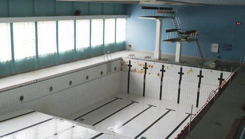 Gamle svømmehallen på Kjølnes.