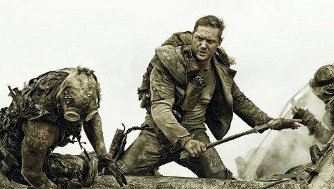 Helt greit: Selv om Tom Hardy ikke gjør sin største rolle som Mad Max, reddes filmen av et vanvittig energinivå fra start til slutt. Alle foto: SF Norge AS