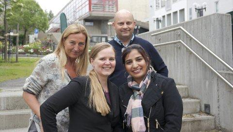 Startfasen: Trine Rimer (Bak t.v.), Mariann Bratland, Shaher Rehman og Arve Ulriksen vil gjennom BliLyst-prosjektet hjelpe tilflyttere til Rana, i startfasen. På denne måten håper de at flere ønsker å bli værende i regionen. Foto: lisa Ditlefsen