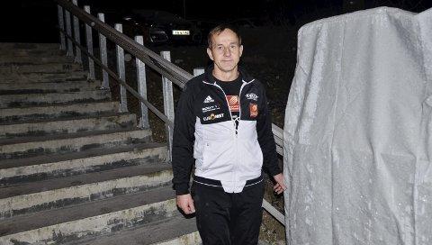 NYE BRUKERE: Rana kraftsportklubbs leder, Morten Rygh, gleder seg til å ønske også bevegelseshemmede til de nyoppussede lokalene på Gruben. I fjor ble det anlagt handikapheis ved inngangen. Foto: Trond Isaksen