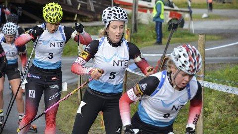 POPULÆR: Emilie Ågheim Kalkenberg (Nr. 5), Skonseng UL, og de norske skiskytterne er populære blant folk. Snart venter en ny sesong. Foto: Trond Isaksen