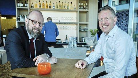 KLARE: Henrik Johansen og Geir Waage er klare for nye steg på veien mot ny flyplass. Foto : Ole Gunnar Onsøien