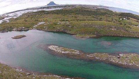 Spjutøya ligger i Lurøy kommune og skal nå selges. Prisantydningen er to millioner kroner.