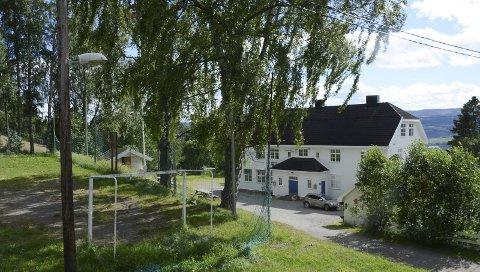 Historie: Ringsaker Montessoriskole er lagt ned. Før det var Nordheim skole i lokalene. Nå er bygningen lagt ut for salg. Foto: Gaute Freng