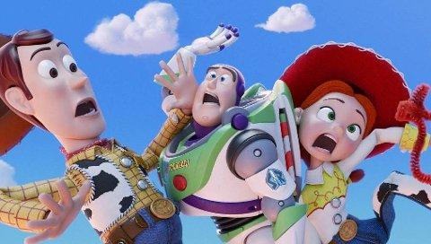 FOR FJERDE GANG: Når Woody via omveier får gjensyn med hans gamle venninne Bo Peep tar det av i Toy Story 4.