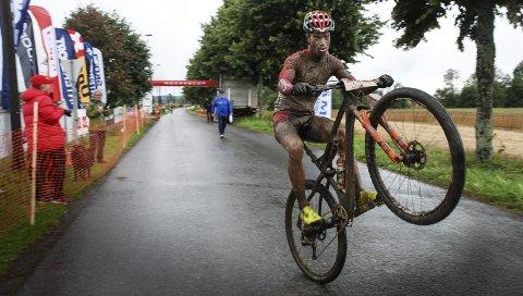 GJØRMEBAD: Ole Hem tråkket inn til andreplass i lørdagens Stomperudritt. Det var nok til at 25-åringen vant norgescupen sammenlagt. FOTO: JON WIIK