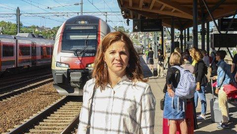 Forståelse: Solveig Schytz (V) vil gjøre det enklere å ta med sykkel på toget, men samferdselsministeren har bare forståelse for problemet, men ingen løsning å komme med. Foto: Rune Fjellvang