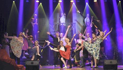 Pink Ladies: Jentegjengen får du stifte bekjentskap med i Grease. Foto: Ole Martin Helgesen
