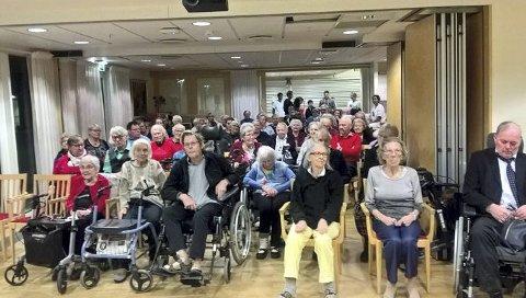 POPULÆRT: Beboerne på Bråset bo- og omsorgssenter fikk en gratis konsert i nyttårsgave for andre gang på rad fra Vidars Music.