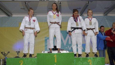 Bronse: Helene Eek Gerhardsen helt til høyre i bilde med delt bronsemedalje.