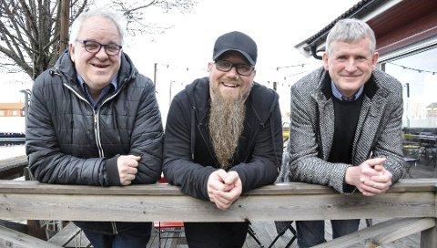 – Likevel ikke festival: Rune Kokkin (t.v.), Tor Baklund og Thorleif Jacobsen gledet seg til å arrangere kulturfestival i Holmestrand 5.–14. juni. Etter regjeringens strenge regler for igangsetting av idrett og kultur, blir det istedet avlysning for festivalen i 2020. FOTO: BJØRN TORE BRØSKE