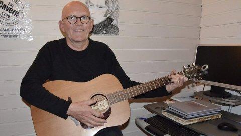 SKRIVER FOR MORO SKYLD: Pensjonist Tor Christian Bøe (67) liker å mimre tilbake til tenårene på Haukerød.