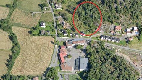 BOLIGER: Det påtenkte byggeområdet i Hystadåsen er markert med rødt. (Illustrasjon: Sandefjord kommune