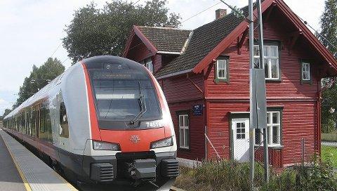 REDUSERT TILBUD: Passasjerer som kommer med Vy til Råstad Stasjon - og skal videre til Torp Sandefjord Lufthavn med shuttlebuss - må være obs på nye rutetider.