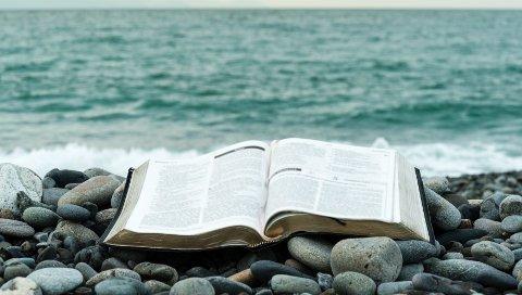 Flere nordmenn tror på historiene fra Bibelen.