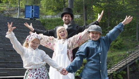 Unge talenter: Søstrene Edda (6 1/2), Moa (12) og Vilma (10) Larsdatter Jaavall storgleder seg til å stå på scenen under årets Soot-spel sammen med pappa Lars Johansson. – Vi krangler mye til vanlig, men når vi er skuespillere så prøver vi å oppføre oss ordentlig. Da er vi ikke bare søstre, men også venner, sier de tre sprudlende søstrene.