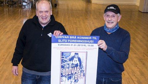 SKIKVELD: Thor Nilsen (også kjent som Zulukongen) (t.v.) og Jan Mortvedt ønsker velkommen til Oddvar Brå-kveld i foreningshuset på Slitu. FOTO: Gunnar Fjellengen