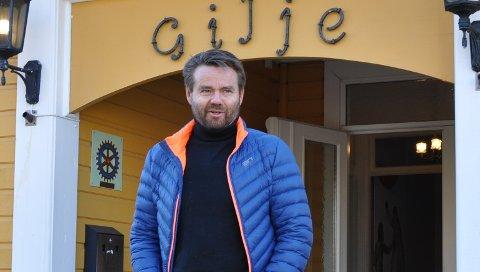 NY DRIVER: Ole Retteraasen er selv født og oppvokst bare hundre meter fra lokalene i Vammaveien i Askim. Nå tar firmaet hans over driften av selskapslokalene.