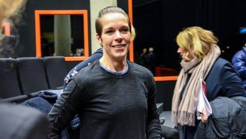 GLAD: Anja Hammerseng-Edin, som etter håndballkarrieren har jobbet med konseptet Fearless var tydelig preget da hun engasjert snakket til årsmøtet om det å redde LHK. Etterpå var hun lettet og glad. Foto: Louise Samnøy