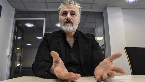 Ble hedret: Farhad Chalabi fikk den aller første medborgerprisen i Notodden.