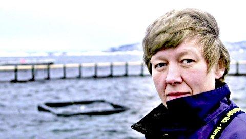 SPESIALINSPEKTØR: Aud Skrudland i Mattilsynet mener laksedøden i merdene på Nordmøre nå er uakseptabel. – Vi er enige, svarer Marine Harvest.