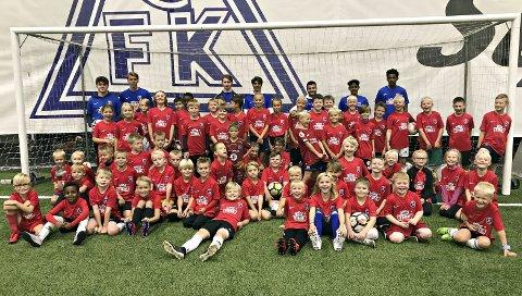 På fotballskole: 60 barn var med på fotballskole i Nordvesthallen uka før skolestart. CFK har gjort det til en tradisjon å arrangere fotballskole i samarbeid med Tine to ganger i året.