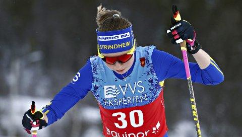 God sesongdebut: Alise Einmo ble nummer 13 på 10 kilometer klassisk på Beitostølen. På 10 kilometer fristil, hvor dette bildet er tatt, ble hun nummer 30. 22-åringen fra Surnadal gikk så godt at hun er på skuddhold til å få gå U23-VM neste år. Foto: Terje Pedersen, NTB