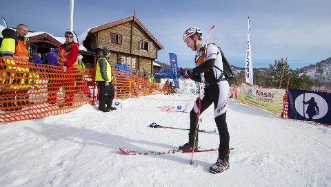 Veteran: Magnus Espeland har vært med i Silsetrenna flere ganger. Her legger han på feller under skiene og gjør seg klar til å gå opp til Indergaardsnebba igjen. Som vanlig er Silsethytta base for deltakerne.