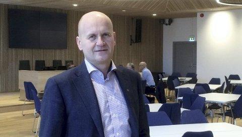 SPENT: Fylkesordfører Rune Hogsnes (H) er spent på hva fylkestinget i Buskerud bestemmer seg for onsdag.