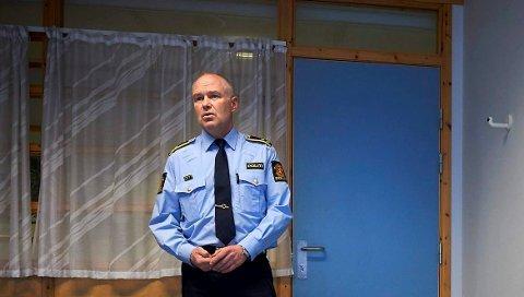 AVHØRES: Etterforskningsleder Leif Gundersen ved Steinkjer politistasjon bekrefter at arbeidsgiveren er mistenkt for brudd på smittevernreglene.