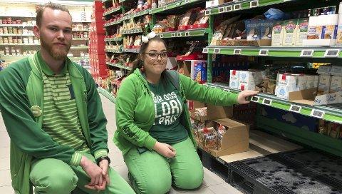 Lite pynt til pepperkakene: Daglig leder Alex van Kaam og frukt og grønt-ansvarlig Maren Myhre kan ikke love mer melis før jul. Foto: Anne Dehli