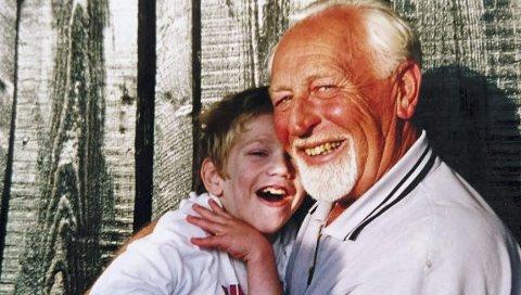 God gutt: Anders sammen med bestefar. (Foto: privat)