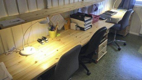 Kontoret: Kontoret er på 7,7 kvadratmeter, som til tider brukes av to pedagoger samtidig. Arbeidstilsynet ga Tingvang barnehage dispensasjon, selv om kravet egentlig er 12 kvadratmeter for to pedagoger.FOTO: Ivar Fagernes, Arbeidstilsynet