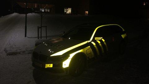 PÅVAKT:En politipatrulje stod mandag kveld utenfor Kulturverket Flammen for å prate med ungdommer om hva som rører seg i miljøet.