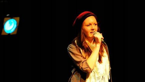 SCENVANT: Christina Dølven fra Slattum har allerede mange års erfaring fra bygdas kulturliv, her fra ungdommens kulturmønstring for noen år siden.
